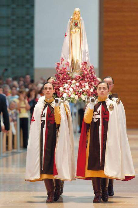 Cortejo com a Imagem do Imaculado Coração de Maria